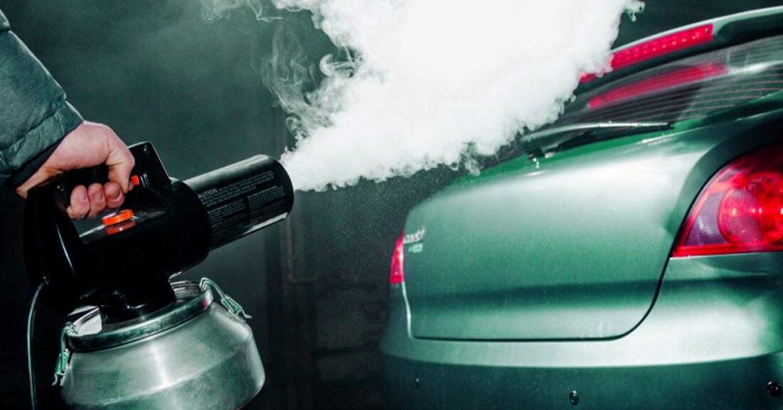 Как устранить неприятный запах в салоне авто